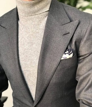 How to wear: grey blazer, beige turtleneck, beige print pocket square