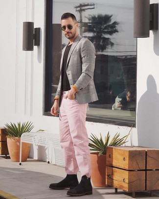 How to wear: grey plaid blazer, black crew-neck t-shirt, pink jeans, black suede chelsea boots