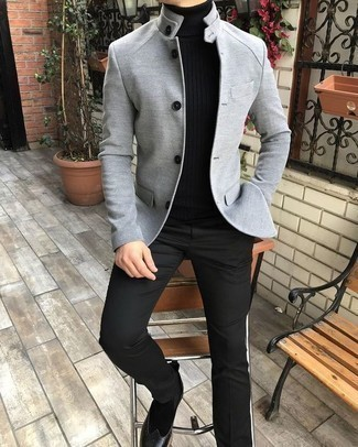 Grey Blazer with Chelsea Boots Fall Outfits For Men: This refined pairing of a grey blazer and black dress pants is a common choice among the trendsetting guys. Unimpressed with this ensemble? Let a pair of chelsea boots jazz things up. There's no better way to cheer up a bleak autumn afternoon than an on-trend ensemble like this one.