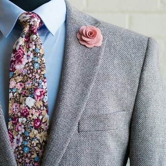 A modern man's sophisticated closet should always include such stylish essentials as a grey wool blazer and a light blue dress shirt. So if you're after an ensemble that's sharp but also totally spring_friendly, you found it.