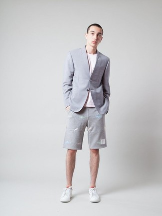 How to wear: grey blazer, pink crew-neck t-shirt, grey shorts, white leather low top sneakers