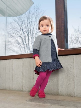 How to Wear Tights For Girls: Suggest that your little angel pair a grey cardigan with tights for a fun day out at the playground. As for footwear your little girl will love hot pink loafers for this ensemble.