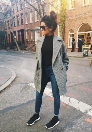 How to wear: grey coat, black turtleneck, navy skinny jeans, black and white athletic shoes