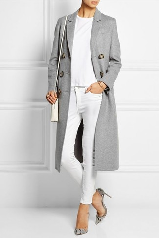 For effortless style without the need to sacrifice on functionality, we love this combination of a grey coat and a white crew-neck t-shirt. Bring a touch of sophistication to your ensemble with Diane von Furstenberg Michelle. Keep this combo in mind come spring, and rest assured, you'll save a ton of time planning what to wear on more than one morning.