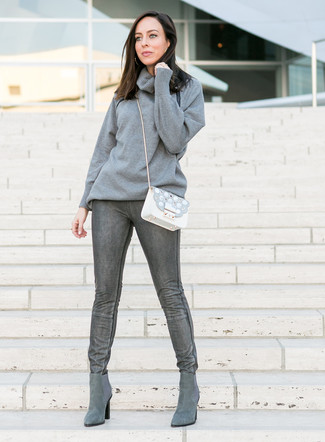 How to Wear a Grey Cowl-neck Sweater For Women: Wear a grey cowl-neck sweater and charcoal skinny jeans to pull together a stylish outfit. When not sure about what to wear when it comes to footwear, complement this ensemble with a pair of grey suede chelsea boots.
