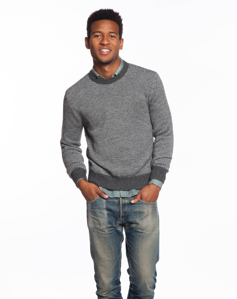 How To Wear Navy and Green Jeans With a Grey Crew-neck Sweater ...