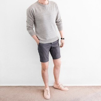 Men's Outfits 2020: Who said you can't make a style statement with a relaxed casual ensemble? That's easy in a grey crew-neck sweater and charcoal shorts. Add pink leather low top sneakers to the equation and ta-da: this outfit is complete.