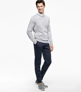 How to wear: grey crew-neck sweater, white dress shirt, navy sweatpants, grey canvas oxford shoes