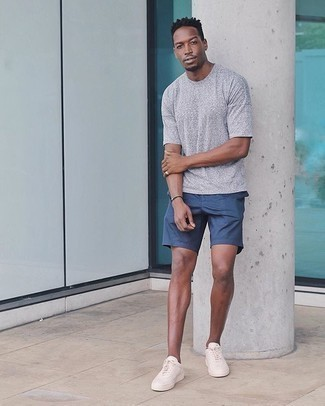 Dark Brown Bracelet Casual Outfits For Men: If you're scouting for a relaxed but also dapper getup, wear a grey crew-neck t-shirt with a dark brown bracelet. Give a different twist to this look by rocking a pair of beige canvas low top sneakers.