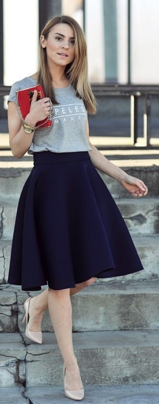 Navy Skater Skirt Outfits: For a look that's pared-down but can be flaunted in a myriad of different ways, reach for a grey print crew-neck t-shirt and a navy skater skirt. And if you wish to effortlessly lift up your look with one single item, why not complement this look with a pair of beige leather pumps?