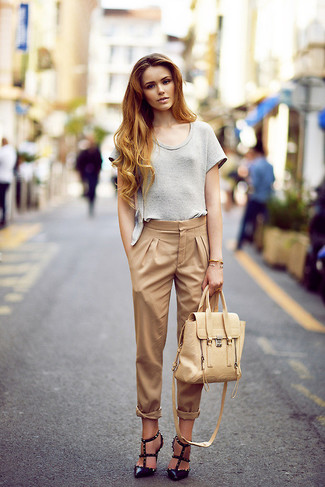 Rock a grey crew-neck t-shirt with tan skinny pants to bring out the stylish in you. And it's a wonder what a pair of Gucci Removable Bow Pumps can do for the look. This look isn't a hard one to nail and it's summer-appropriate, which is more important when it's baking hot outside.