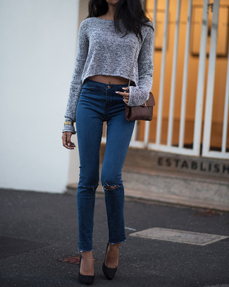 How to wear: grey cropped sweater, blue ripped skinny jeans, black suede pumps, brown leather crossbody bag