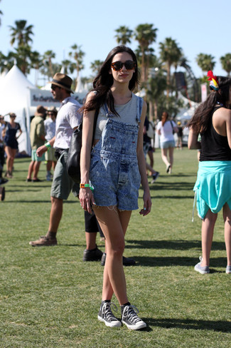 Show off your playful side in a metallic cropped top and blue denim overall shorts. Dress down your getup with black and white high top sneakers. Seeing as it's roasting hot outside, this getup seems great and entirely season-appropriate.