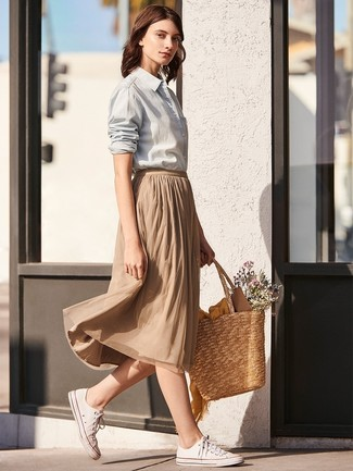 How to wear: grey dress shirt, tan pleated midi skirt, white canvas low top sneakers, tan straw tote bag