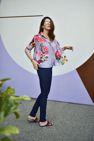 How to Wear a Floral Button Down Blouse: Exhibit your sartorial prowess by putting together a floral button down blouse and navy skinny jeans for a casual combination. Multi colored leather flat sandals are an effective way to inject a dash of playfulness into your outfit.
