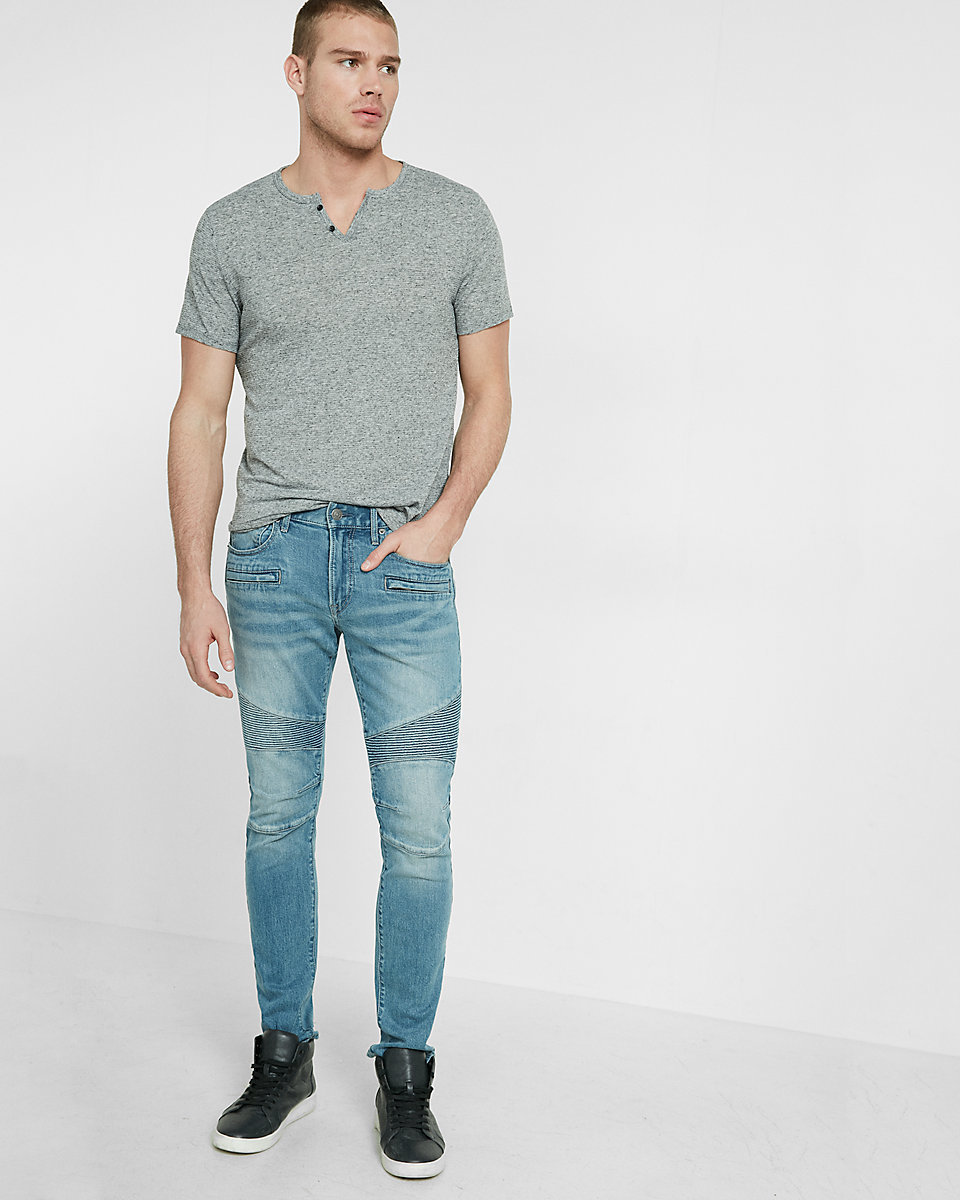 Black t shirt light blue jeans - Marry A Grey Henley Shirt With Light Blue Slim Jeans To Get A Laid Back