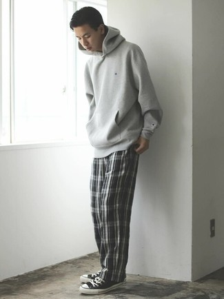 Grey Hoodie Fall Outfits For Men: The pairing of a grey hoodie and black and white plaid chinos makes for a solid off-duty menswear style. The whole ensemble comes together perfectly when you introduce a pair of black and white canvas low top sneakers to your look. Seeing as autumn is fast approaching, this getup seems a viable choice for the season.