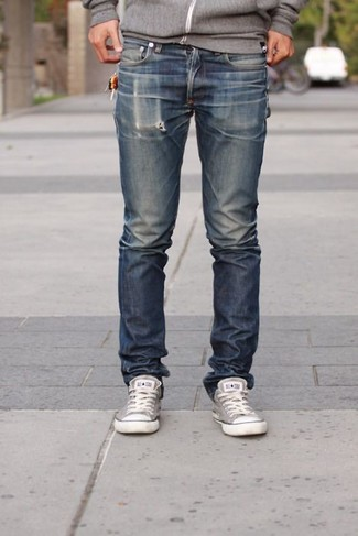 How to wear: grey hoodie, navy jeans, grey canvas low top sneakers
