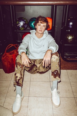 How to Wear Camouflage Pants For Men: A grey hoodie and camouflage pants are essential menswear items, without which our closets would certainly be incomplete. A pair of white leather low top sneakers instantly turns up the fashion factor of any look.