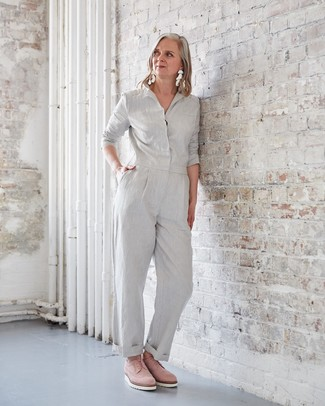 How to Wear Clear Earrings: This casual combination of a grey jumpsuit and clear earrings is effortless, totaly chic and super easy to replicate! A pair of pink suede oxford shoes effortlesslly amps up the chic factor of any look.