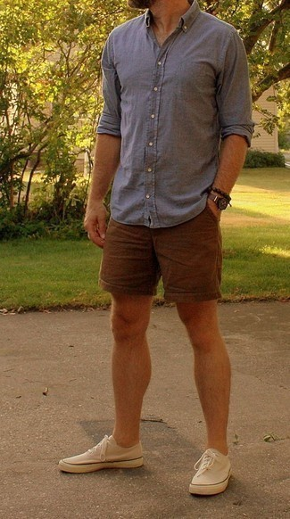 How to Wear Beige Canvas Low Top Sneakers For Men: Wear a grey chambray long sleeve shirt with brown shorts for a standout getup. If you're wondering how to finish off, complete this getup with beige canvas low top sneakers.