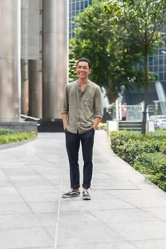 How to Wear Black and White Canvas Low Top Sneakers For Men: If the setting allows casual styling, you can dress in a grey long sleeve shirt and navy chinos. And if you wish to immediately dial down this getup with one single piece, why not introduce black and white canvas low top sneakers to the equation?