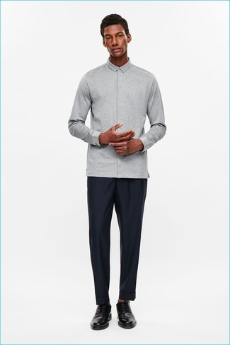 How to Wear a Grey Long Sleeve Shirt In a Dressy Way For Men: A grey long sleeve shirt and navy dress pants? This ensemble will make ladies swoon. Our favorite of an infinite number of ways to finish off this look is black leather derby shoes.