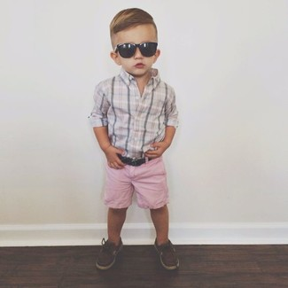 How to Wear Brown Boat Shoes For Boys: Go for a grey long sleeve shirt and pink shorts for your kid for an easy to wear, everyday look. Brown boat shoes are a smart choice to round off this getup.