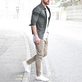 This combination of a grey long sleeve shirt and cream casual trousers is perfect for off-duty occasions. White low top sneakers will add a new dimension to an otherwise classic look.