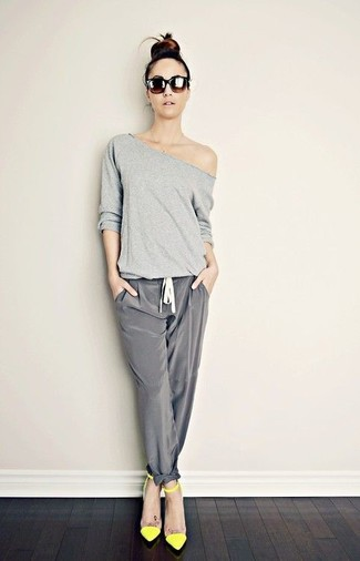 Rock a grey long sleeve t-shirt with grey silk pajama pants for a glam and trendy getup. A pair of green-yellow leather pumps adds some real flair to this ensemble. It's is a sensible choice if you're crafting a standout ensemble for in-between weather.