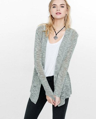 If you love staying-in clothes which are stylish enough to wear out, you should consider this combination of a grey open cardigan and a silver pendant. On not-so-bone-chilling afternoons, you can wear this easy-to-transition look and look absolutely amazing.