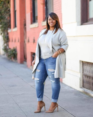 Pair a grey open cardigan with blue ripped skinny jeans if you're after an outfit idea for when you want to look casually cool. A cool pair of tan suede pumps is an easy way to upgrade your look. Undoubtedly, a look like this will keep you warm and stylish throughout the season.