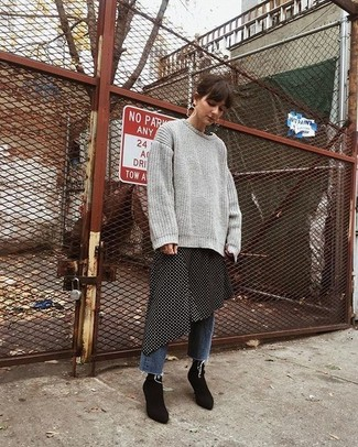 Stay stylish on busy days in a grey knit oversized sweater and Good American women's Good Legs High Waist Pom Jeans. Black elastic ankle boots will bring a classic aesthetic to the ensemble. Nothing like a killer ensemble to spice up a bleak autumn afternoon.