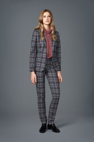 For a casually elegant getup, wear a burgundy print long sleeve blouse with a grey plaid suit — these items play perfectly together. Consider Sophia Webster women's Riko Leather Oxfords as the glue that will bring your outfit together. As the weather starts to cool down, you'll see that a look like this is perfect for this time.
