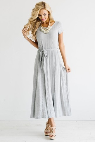 How to wear: grey pleated maxi dress, beige leather heeled sandals, white pearl necklace