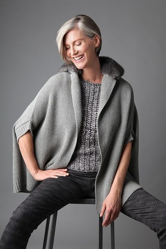 How to wear: grey poncho, grey short sleeve sweater, charcoal print skinny pants