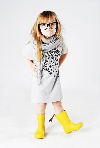 How to Wear a Grey Scarf For Girls: Consider dressing your daughter in grey print dress with a grey scarf for a fun day out at the playground. Yellow rain boots are a great choice to finish off this getup.