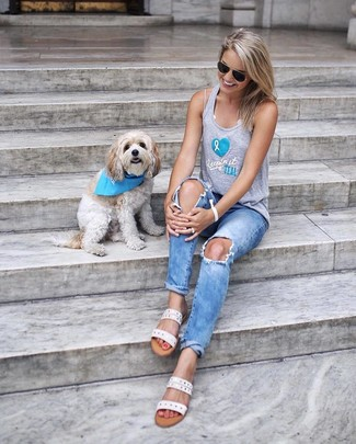 If you lovestaying-in clothes which are stylish enough to wear out, you should try this combination of a grey print tank and light blue ripped jeans. MSGM women's Ed Slides complement this ensemble very well. This ensemble is also perfect if you're on the lookout for summertime wear to get through a tedious day at work.