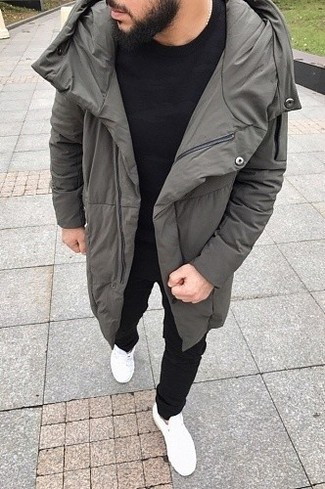 How to wear: grey puffer coat, black crew-neck t-shirt, black sweatpants, white low top sneakers