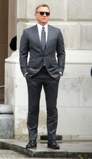 Daniel Craig wearing Grey Suit, White Dress Shirt, Black Leather Derby Shoes, Grey Tie