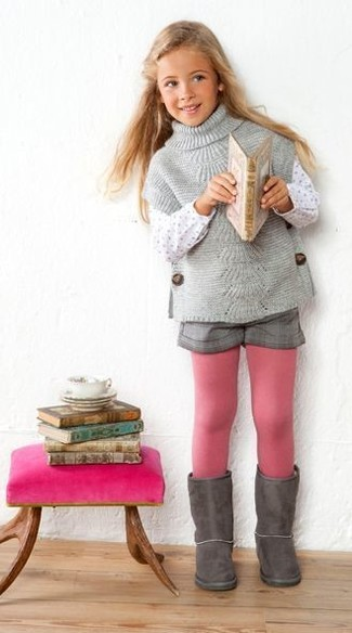 How to wear: grey sweater, grey shorts, grey uggs, pink tights