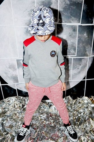 Boys' Looks & Outfits: What To Wear In 2020: Go for a grey sweater and red sweatpants for your little one for a comfy outfit. Black sneakers are a great choice to finish off this getup.