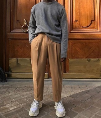 How to Wear a Grey Sweatshirt In Your 20s For Men: Why not opt for a grey sweatshirt and khaki chinos? Both of these items are super functional and look good when worn together. Send an otherwise sober ensemble in a less formal direction by wearing a pair of white athletic shoes.