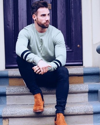 How to wear: grey sweatshirt, navy skinny jeans, tobacco suede chelsea boots