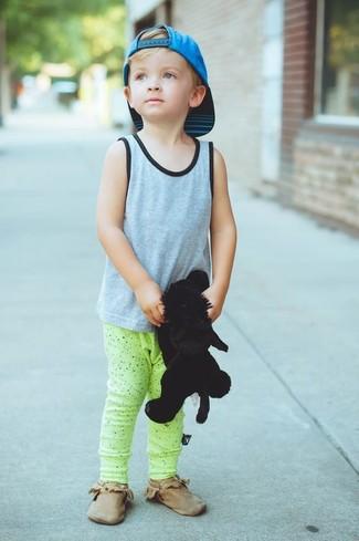 How to wear: grey tank top, green-yellow sweatpants, brown desert boots, aquamarine baseball cap