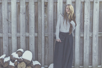 This pairing of a grey turtleneck and an Asos Maxi Skirt With Poppers exudes comfortand functionality and allows you to keep it simple yet current. So when summer is done and autumn is in the air, you'll find this look to be your everything.