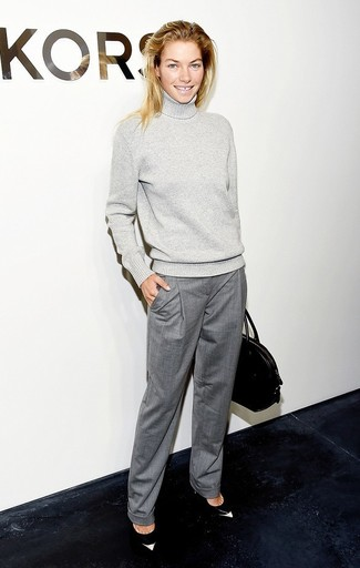 Try teaming an Uniqlo women's Merino Blend Ribbed Turtleneck Sweater with grey dress pants to ooze class and sophistication. Black and white leather pumps complement this getup very well. This look is great for in-between weather.