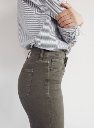 A grey striped button-front shirt with olive green slim jeans has become an essential pairing for many style-conscious girls. When leaves are falling down and autumn is setting in, you'll love this look as your favorite for awkward transition weather.