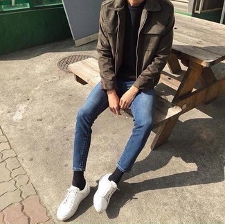 Blue Jeans with Black Crew-neck T-shirt Outfits For Men: Wear a black crew-neck t-shirt with blue jeans for a day-to-day look that's full of style and character. If in doubt about what to wear on the shoe front, stick to white canvas low top sneakers.