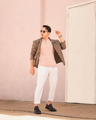 Henley Shirt Outfits For Men: Fashionable and practical, this laid-back combination of a henley shirt and white chinos will provide you with wonderful styling possibilities. Black leather low top sneakers will be a stylish addition to your look.